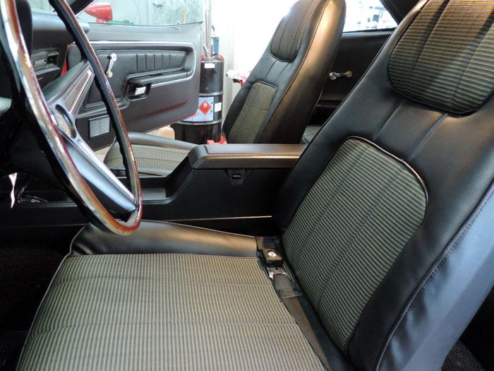 05 front seat closeup